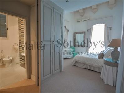 Mdina property main bedroom