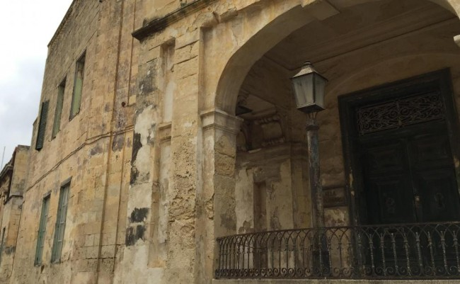 Detail of the facade of Villa Guardamangia today.