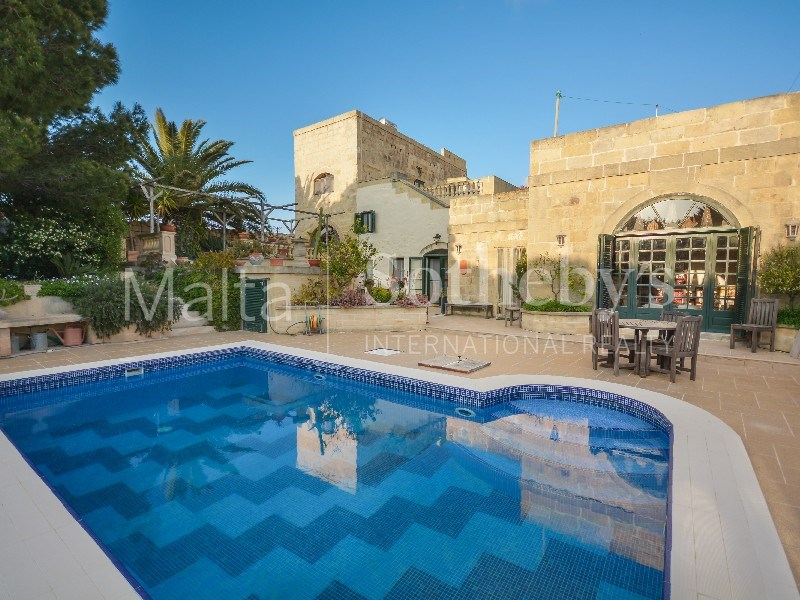 Gozo farmhouse pool area