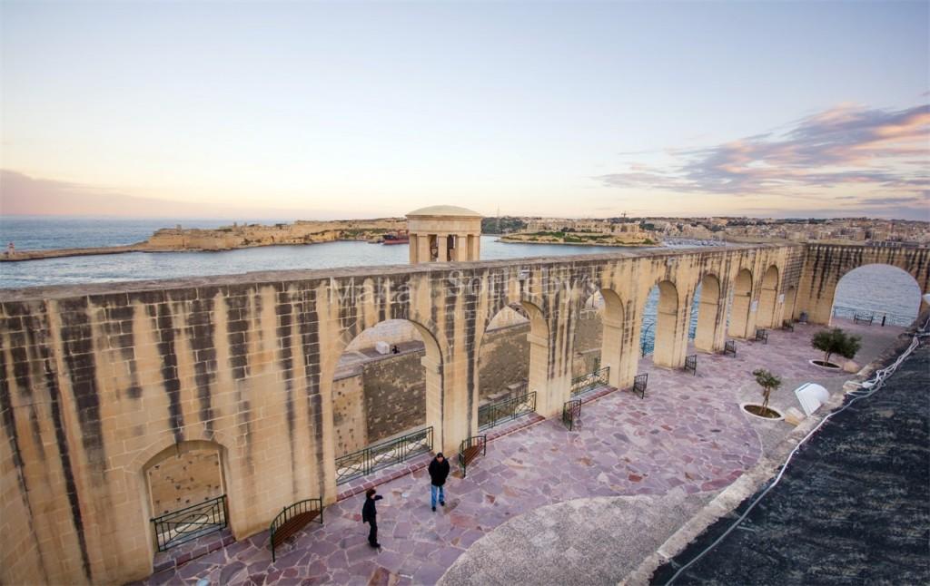 View onto Valletta's Lower Barrakka Gardens