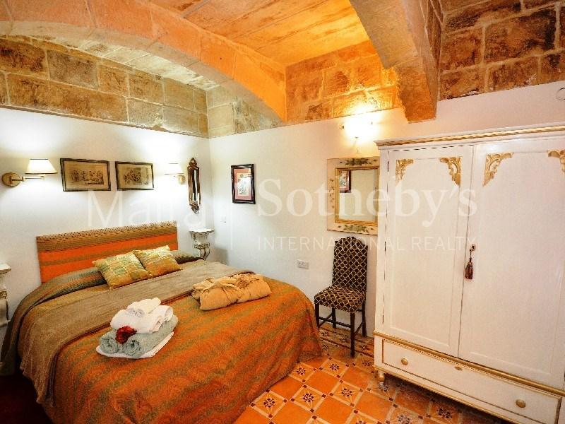 Valletta Palazzo bedroom