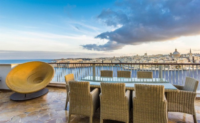Lucury Penthouse in Tigne Point, Sliema, Malta