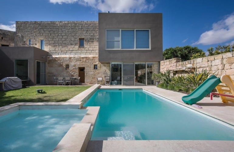farmhouse with pool in malta