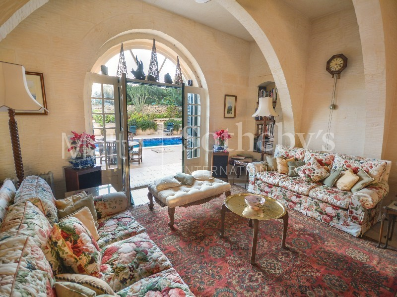 Colourful Gozo farmhouse, located in an idyllic, tranquil setting. The island is renowned for its countryside converted farmhouses | Click here